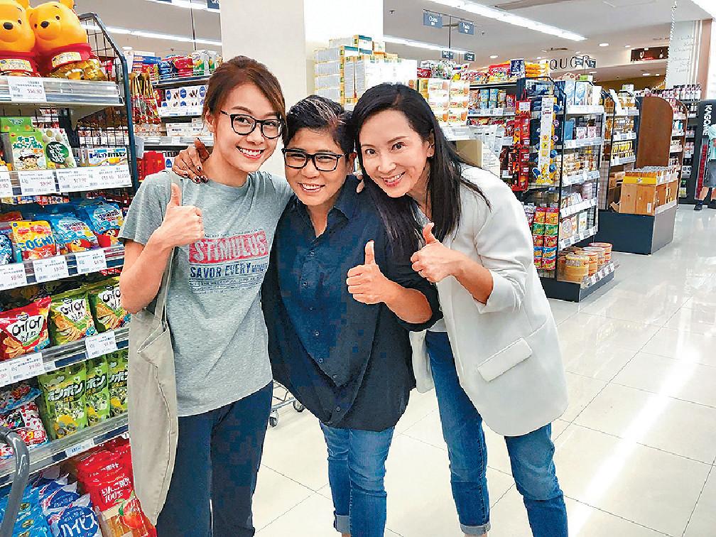 ■心穎(左)、「黑妹」李麗霞(中)和龔慈恩有份拍攝嘅《牛下女高音》,在台慶檔期播出。