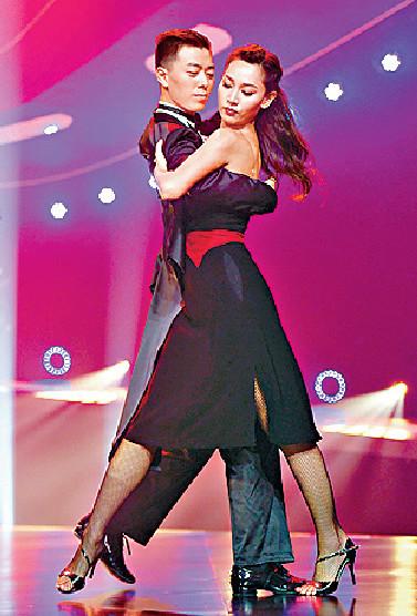 ■去年徐子珊曾參與內地綜藝節目《新舞林大會》,與舞蹈老師張思旋大跳探戈。