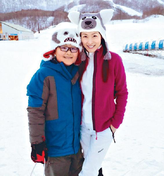 ■童愛玲常帶兒子Kyle四出旅遊,之前就去北海道滑雪。