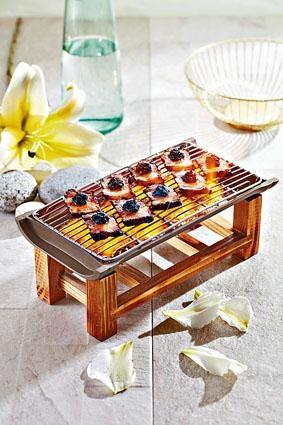 ●炙燒松露黑豚肉,採用優質日本黑豚肉,配上松露,上桌時淋以玫瑰露酒營造火燄效果,視覺與味覺同得享受。($198)