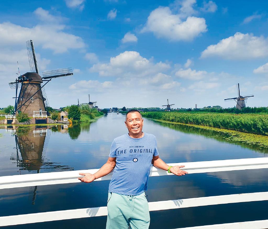 ■顏福偉到Kinderdijk睇古老風車覺得好靚,不斷影相留念。