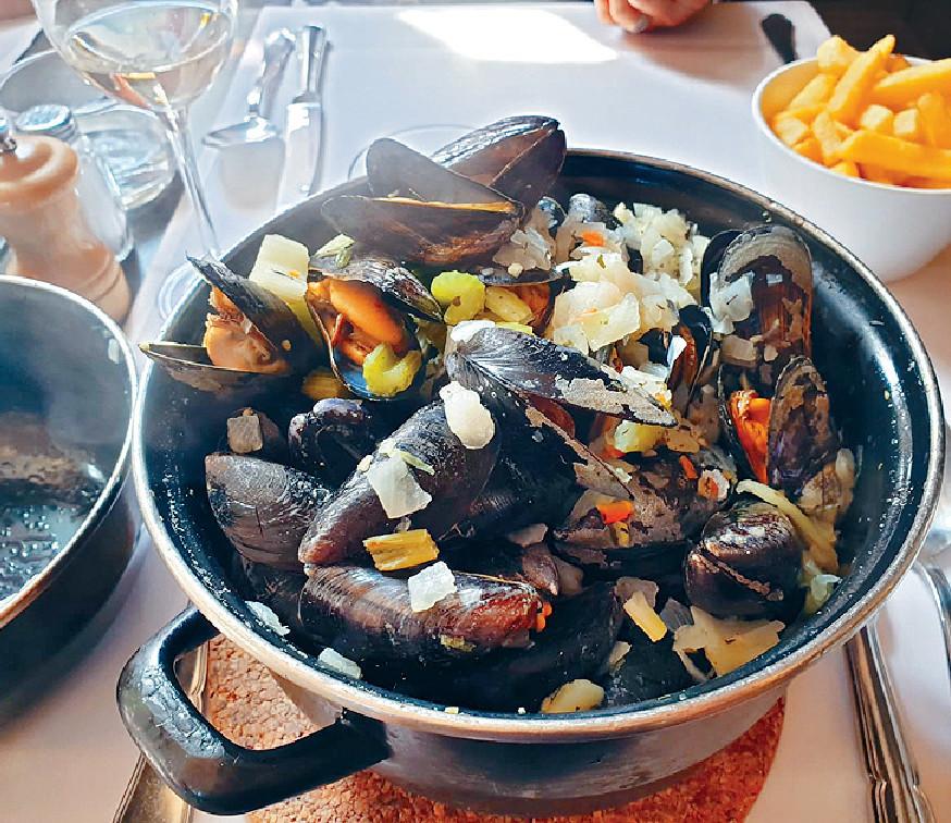 ■他表示在比利時餐餐食青口,鮮味大隻又抵食。
