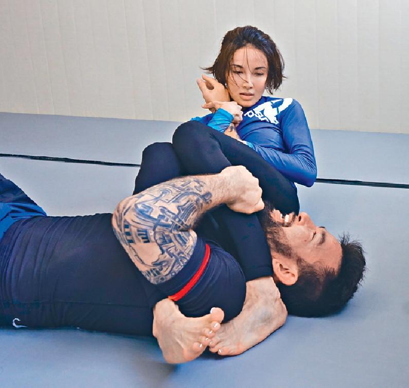 ■Michelle向來注重運動,最近就學習巴西柔術。