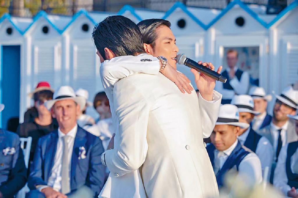 ■蕭敬騰是少數獲邀到場的嘉賓,向佐見他即來個擁抱。