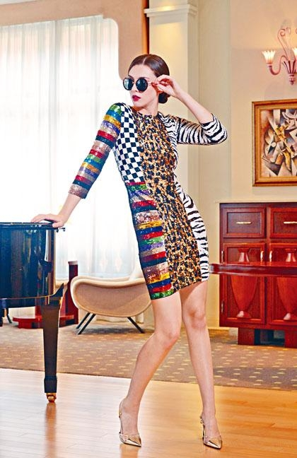 拼色圖案珠片連身裙\$7,690。