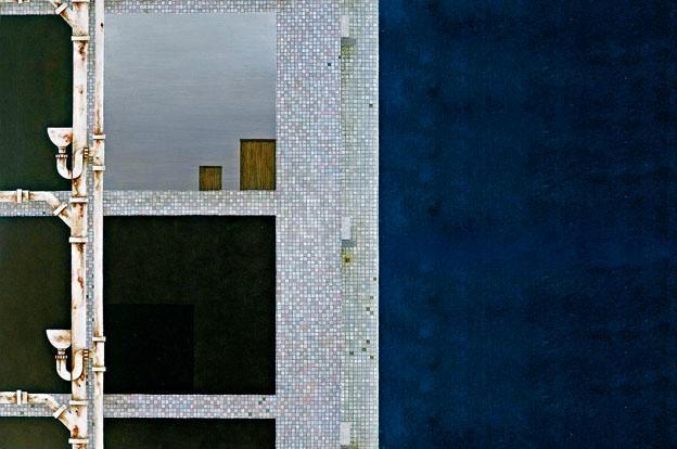 李欣儀對建築物和水管特別感興趣,在作品中探索空間與系統之間的關係。