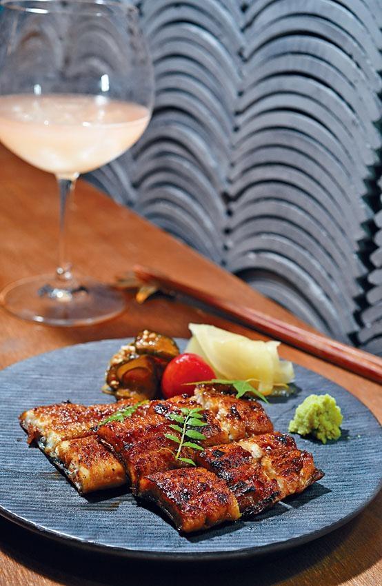 ●日本蒲燒野生鰻魚是特別推薦的燒物,罕有地用上靜岡野生鰻魚,在自家備長炭爐上汁燒而成,皮脆肉香,不見泥腥,配酒一絕。($480)