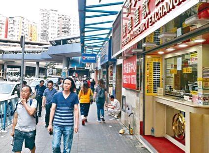 有找換店人士指出,市民上周五蜂擁兌換美元。