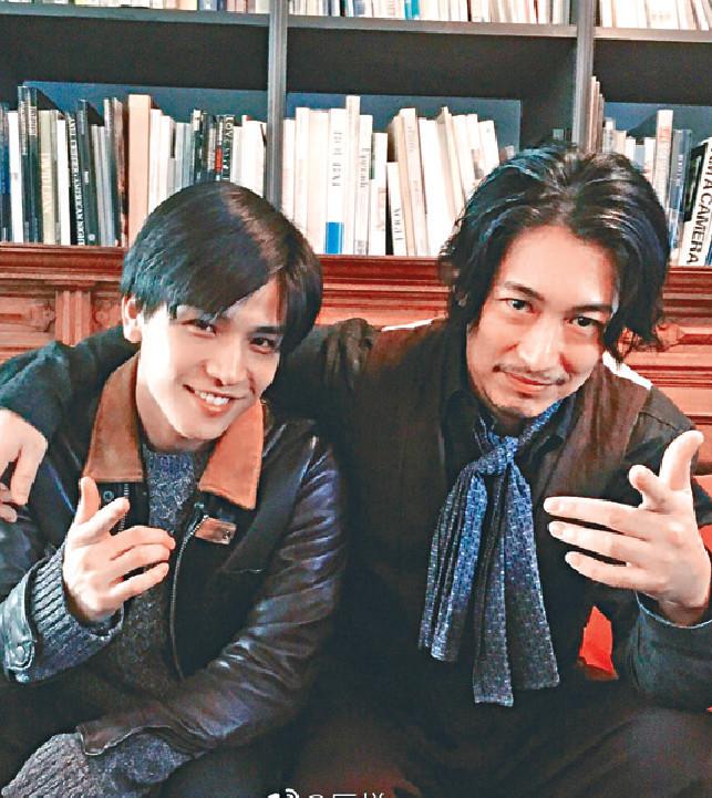 ■藤岡靛和岩田(左)兩型男帶挈收視。