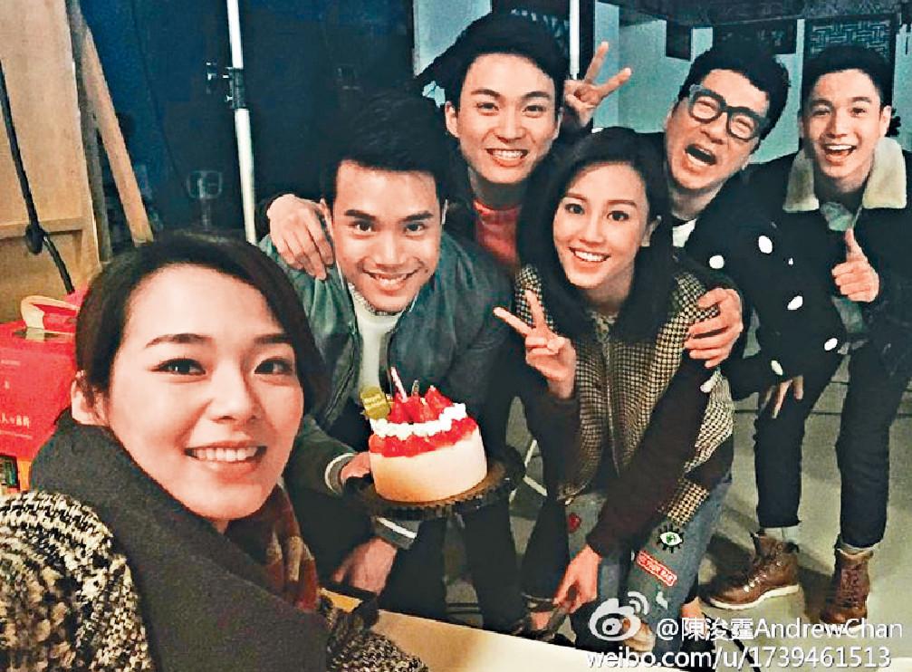 ■陳浚霆與《愛.回家》演員,包括呂慧儀(左)等成好友。