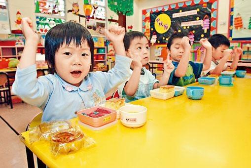 最新的《幼稚園概覽》披露各校上學年收取的全年雜費資料,其中有幼稚園茶點費高達二千八百元。