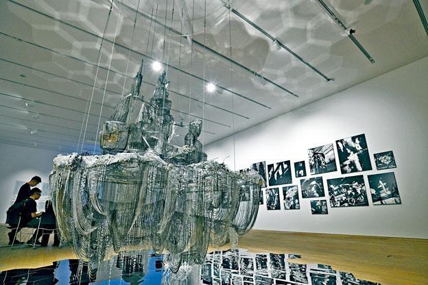 南韓藝術家李昢的《仿布魯諾.陶特(當心甜蜜之物)》(2007年),以水晶為創作。