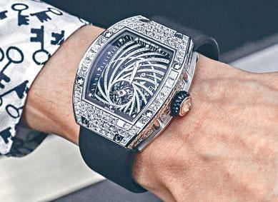 被搶劫的同款Richard Mille漩鑽陀飛輪腕表。