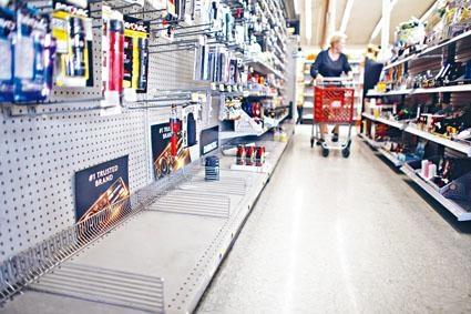 北加州洛思加圖斯一間店鋪的照明工具被搶購一空。