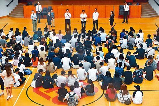 理大香港專上學院舉辦閉門交流會,交代講師陳偉強前日被學生圍堵一事。