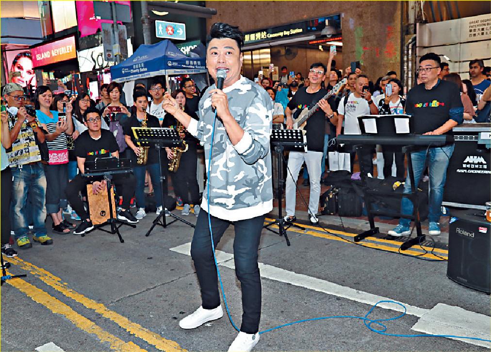 ■阮兆祥早前在銅鑼灣玩快閃Busking,吸引過百人圍觀。