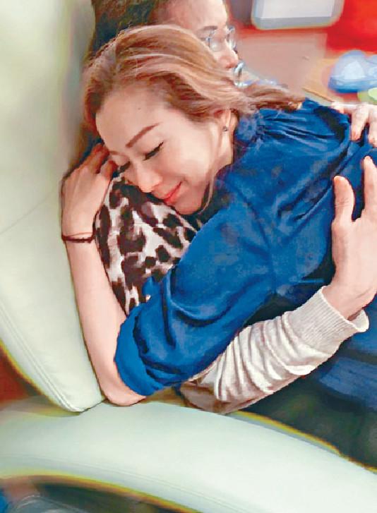 ■Sammi對父親入院相當緊張。  網上圖片