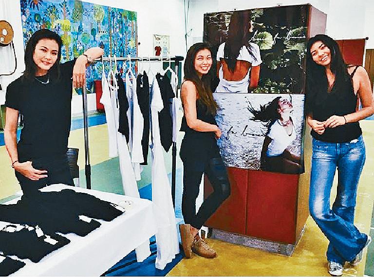 到場支持 ■一家都很支持王曼喜創業,媽咪馬詩慧和妹妹王麗嘉試過到她經營的短期攤檔幫手。