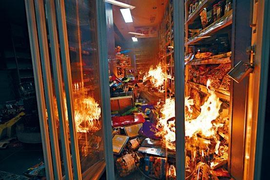 ■沙田新城市廣場優品360被縱火焚燒。
