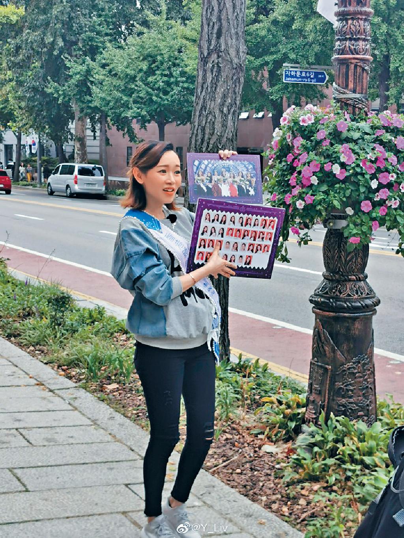 腹部微隆 ■楊思琦在街頭拍攝時,腹部明顯微隆。