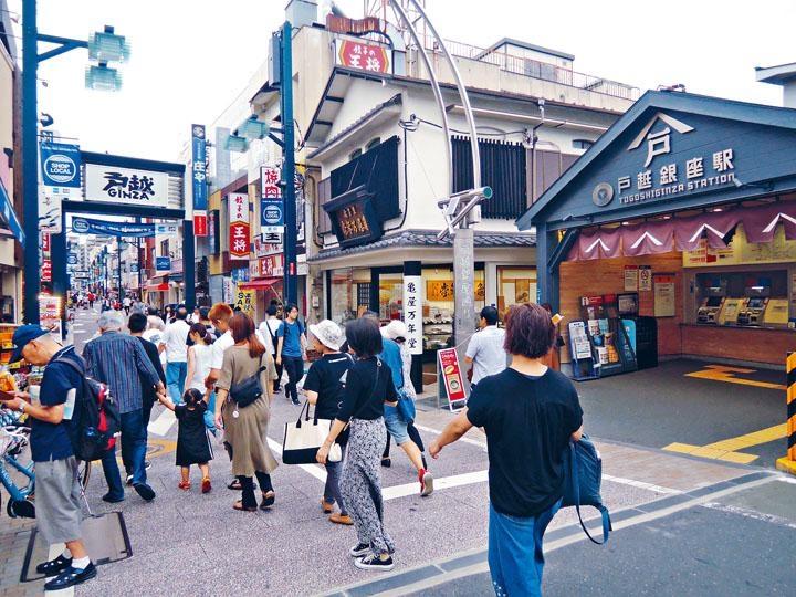 平均每日有約一萬人到訪戶越銀座商店街。