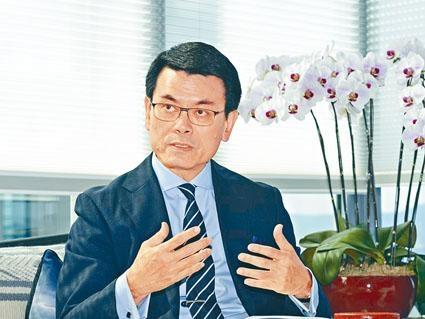 商務及經濟發展局局長邱騰華指,未來政府會繼續向業界提供支援,包括在1000個政府設施讓網絡商建5G基站。