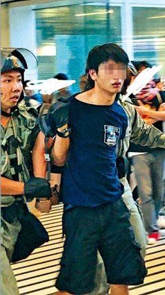 涉案當場被捕中六男生疑當「死士」。