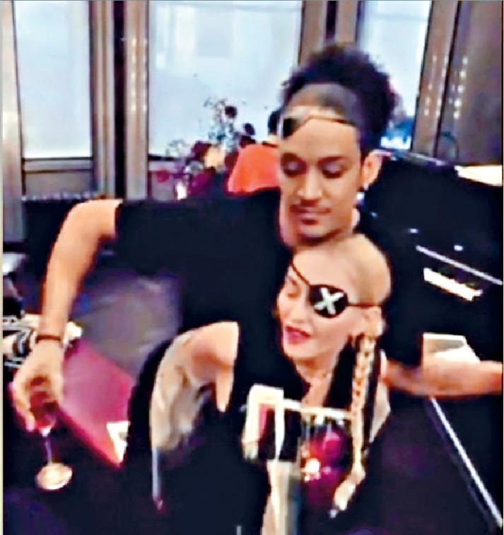 ■娜姐的新歡Ahlamalik為她伴舞兼演出MV。網上圖片