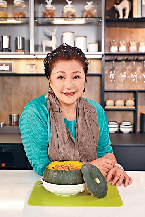 南瓜蒸雞 ■首集Gigi姐將炮製簡單滋味的南瓜蒸雞,以簡單易明的方法製作出老少咸宜的菜式,讓觀眾享受下廚的樂趣。