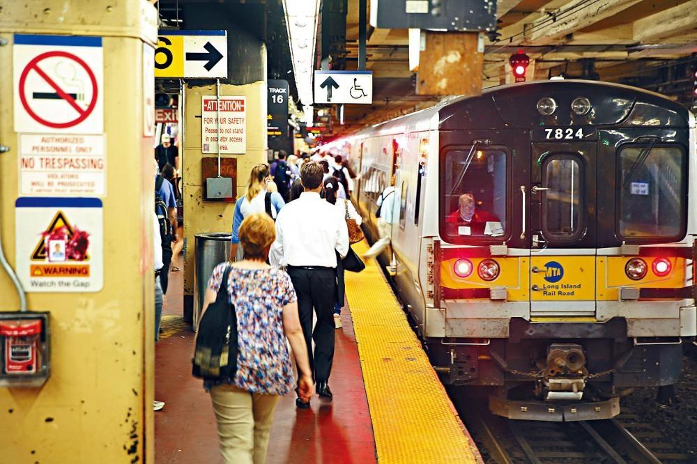 長島鐵路近年加班費急升的問題,引起外界高度關注。Chang W. Lee/紐約時報