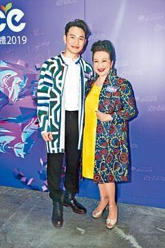 家燕姐與王梓軒一起亮相網絡頒獎禮。
