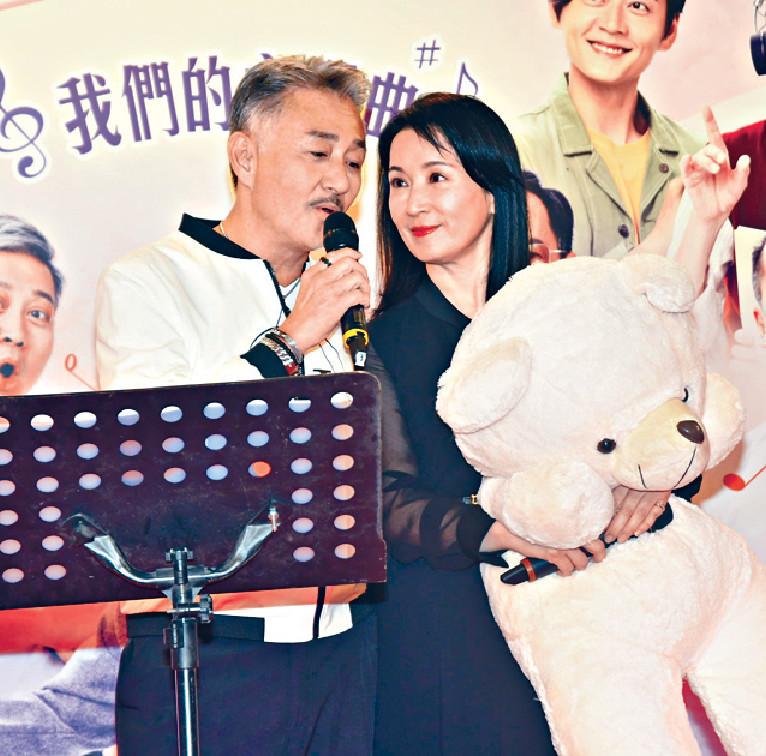 ■吳岱融與龔慈恩,在活動上高歌一曲。