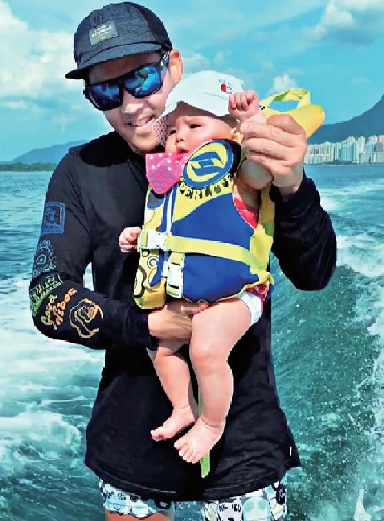 ■有個教練daddy,Hosanna 6個月大就父女檔滑水嘞!