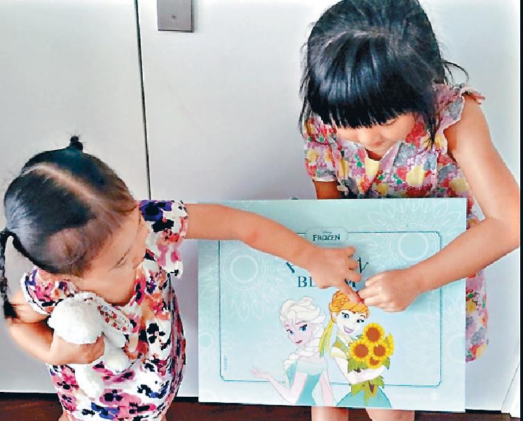 ■嘉欣一對囡囡Kayla及Sofie ,已分別9歲和6歲大。