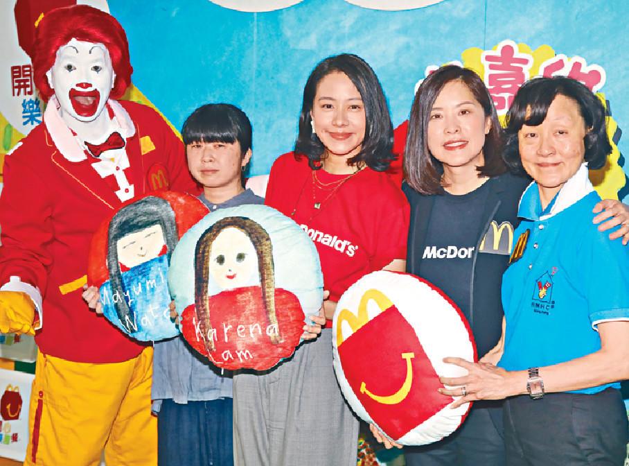 ■嘉欣今次同日本藝術家渡部真由美(左二)合作。