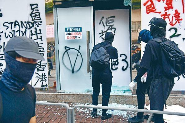 ■《禁蒙面法》實施約兩星期,衝突仍未平息。