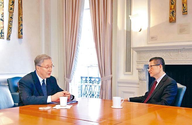 ■陳茂波在美與商界和投資界代表見面,交流對宏觀經濟及金融市場的看法,並解釋香港現時的情況。