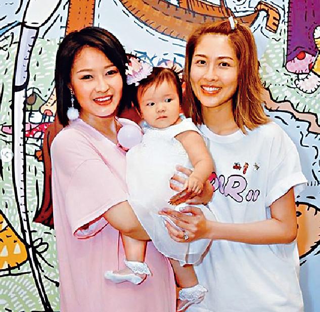 ■7月時,陳倩揚替孻女Aurella搞一歲生日P,邀請好友陳敏之(右)與囝囝、林盛斌等一家出席。