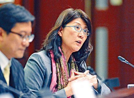 香港律師會會長彭韻僖稱,身為律師須向法院負責之餘,亦須向社會負責。