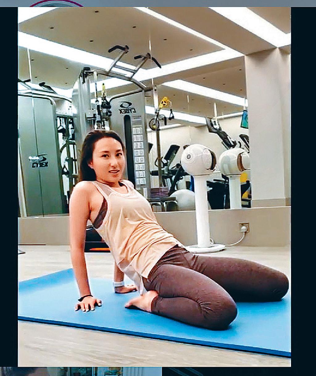 自信素顏 ■超雲喺社交網分享做Gym短片,拉背後又做出多個屈曲拉筋動作,坦言「好累」。
