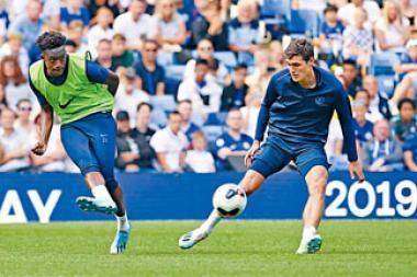赫臣奧杜爾(左)上季曾險些離隊,如今成為藍獅陣中重要一員。