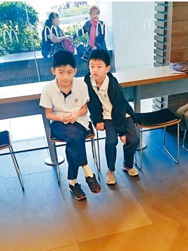 霆鋒兩個兒子分別為11歲及8歲。