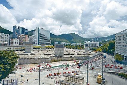 港鐵黃竹坑站4期項目今日截標,市場估值約95億至127億。