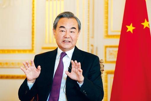 王毅日前於巴黎接受法新社訪問,形容香港現時發生的並非和平示威。