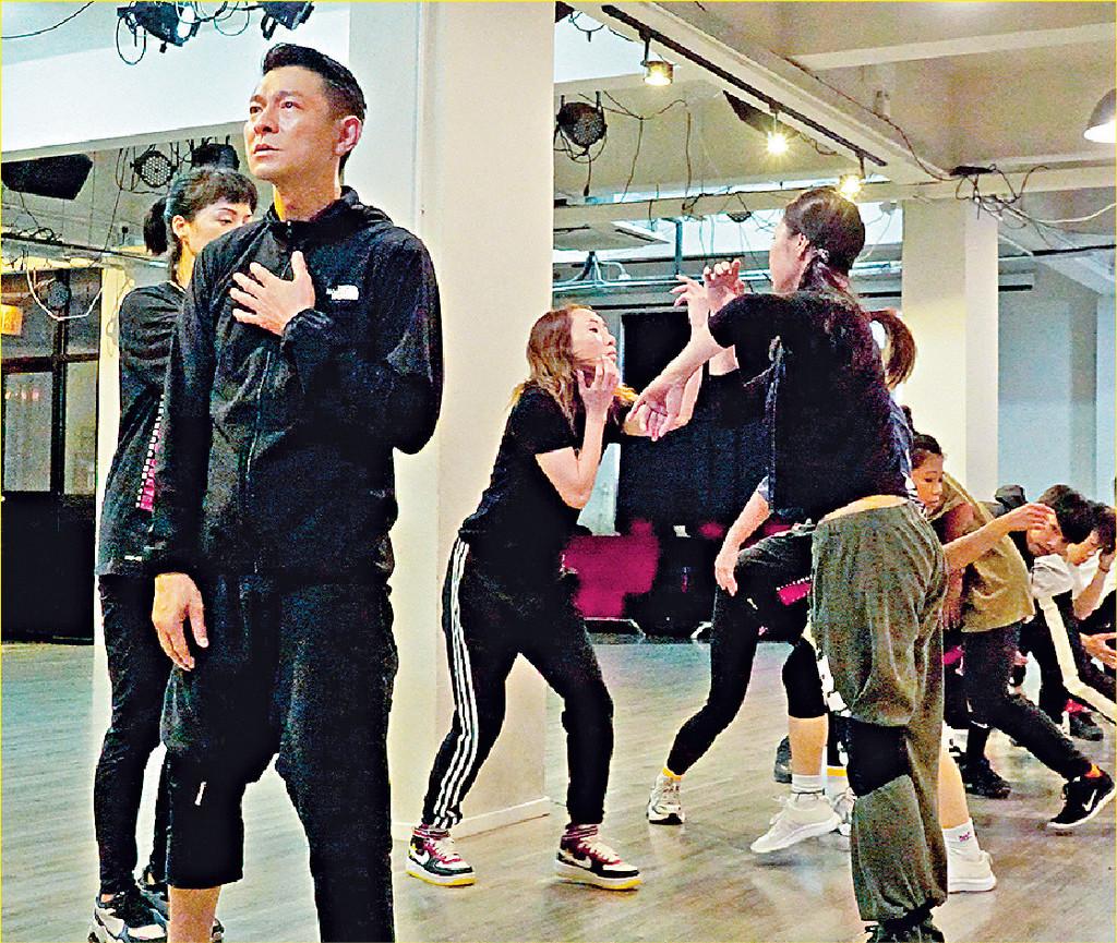 ■雖然曾經受傷,但華仔依然唔錫身落力練舞。