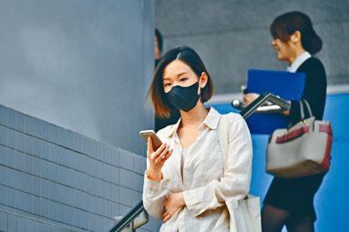 女被告梁卓華投訴被女庭警全裸搜身。