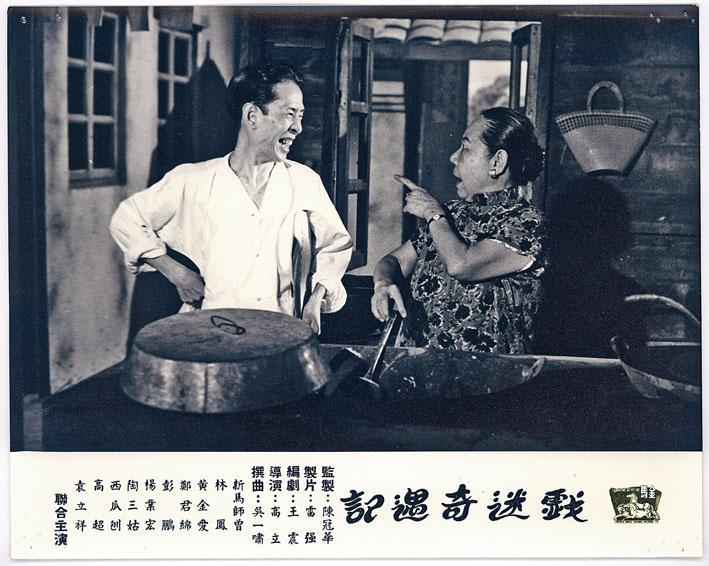新馬師曾(左)原名鄧永祥,能文能武,生旦皆宜,南北互通的特色表露無遺。(黑白相片)