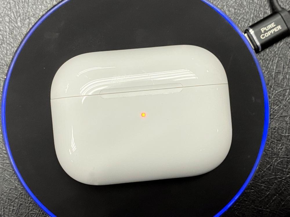 ●專用充電盒可以帶來額外19小時播歌時間,還支援無綫充電。