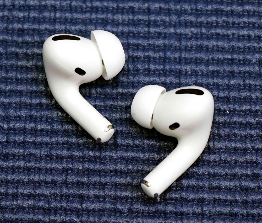 ●AirPods Pro首度改用入耳式設計,並加入主動消噪功能。