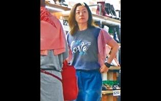 前港姐唔買名牌好慳家  唐麗球幫襯商場仔買鞋